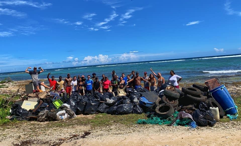 L'équipe Clean My Island lors de sa sixième édition